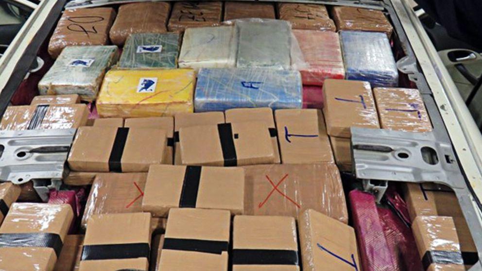 Över 31 kilo kokain och heroin smugglades i ett lönnutrymme.