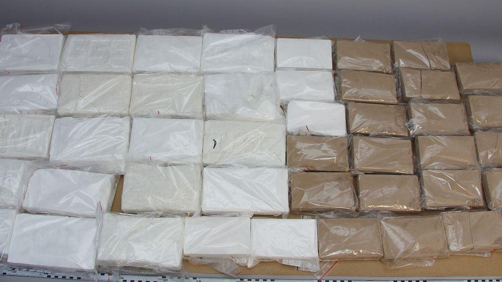 45 paket med narkotika.
