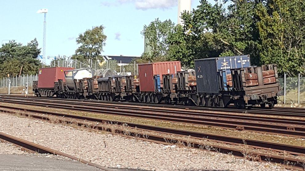 En urspårad tågvagn.