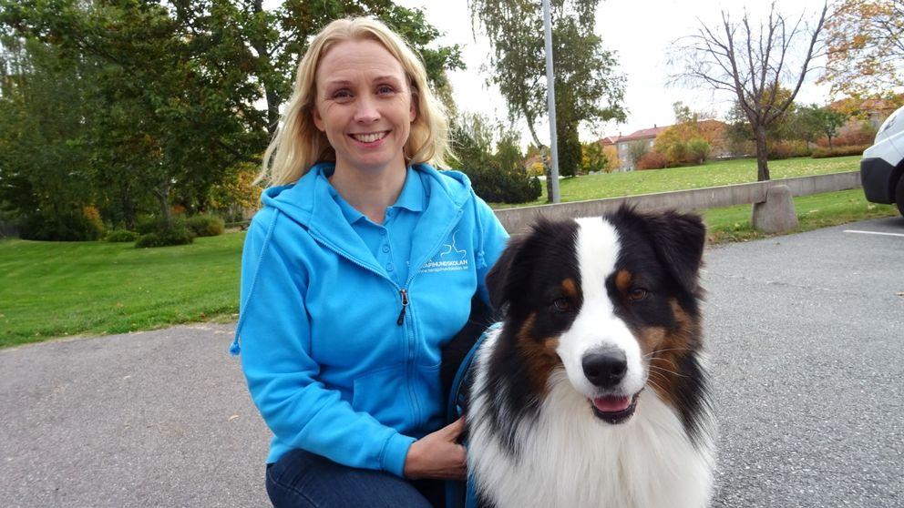 Carina Persson med hunden Jäger.