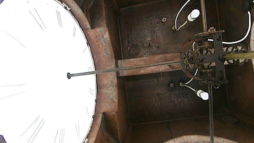 I mer än 100 år har tornklockan i det gamla rådhuset i Kristinehamn slagit varje hel och halvtimme