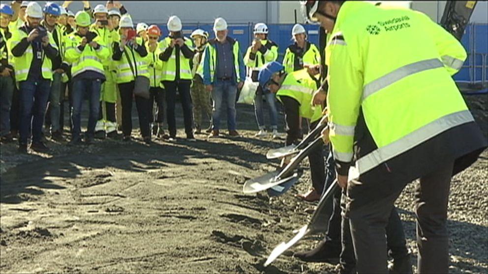 Första spadtagen för utbyggnaden av Landvetter flygplats togs under fredagen.