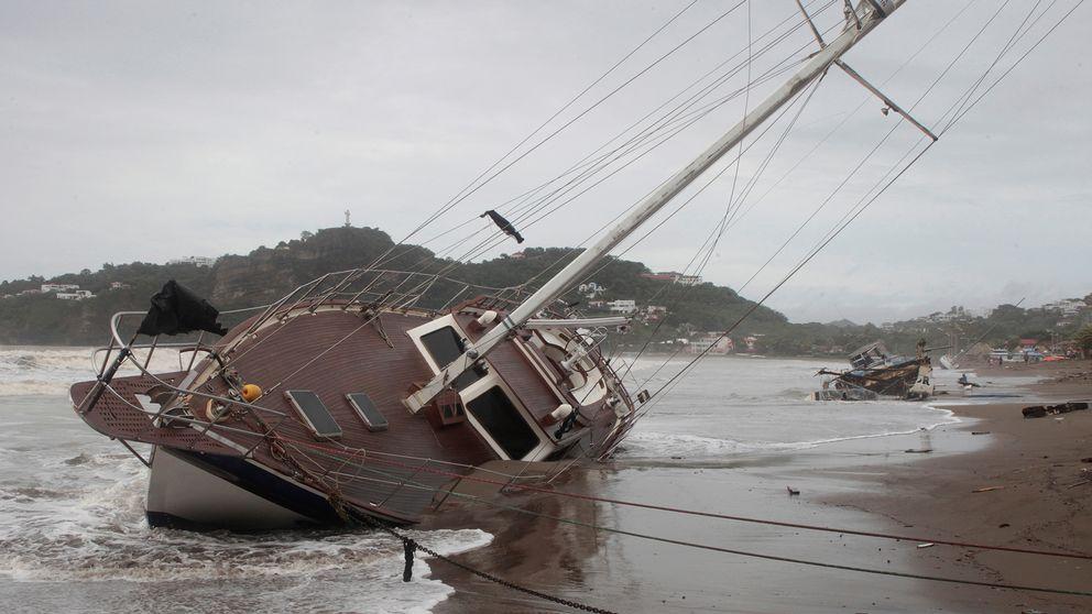 Båtar som drabbats av stormen vid bukten i San Juan del Sur, Nicaragua.