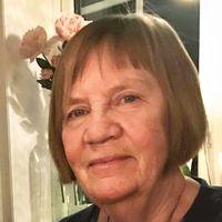 nära bild på äldre kvinna