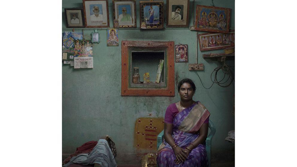 Kvinnornas drivkraft i många småbyar är något som berört fotografen starkt