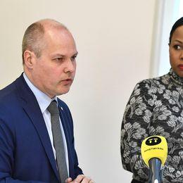 Justite- och inrikesminister Morgan Johansson (S) och demokratiminister Alice Bah Kunhke (MP)