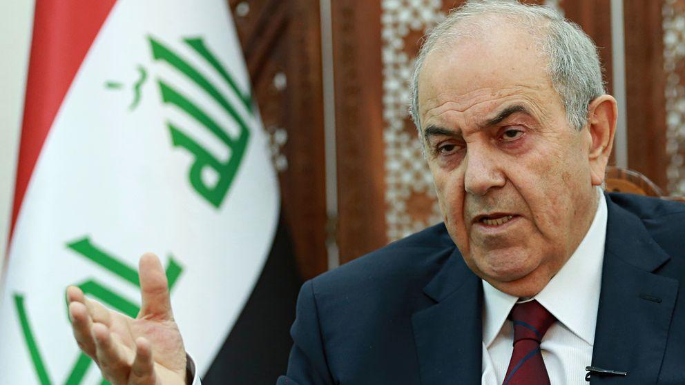 Iraks vicepresident Ayad Allawi i ett samtal med en reporter från nyhetsbyrån AP som inte syns på bild.