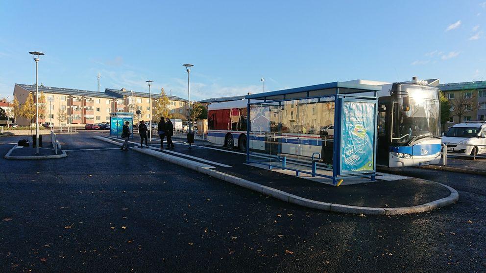 Det ombyggda busstorget och resecentrumet i Norberg.