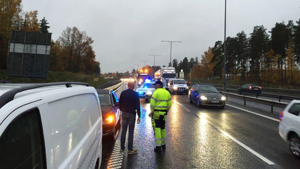 Fyra bilar var inblandade i en kökrock på E20.