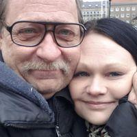 Nils-Erik Andrén tillsammans med sin dotter Anne-Sophie Sriwong.