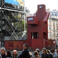 Skulpturen Domestikator, av den nederländske konstnären Joep van Lieshout, visas vid museet Centre Pompidou i Paris.