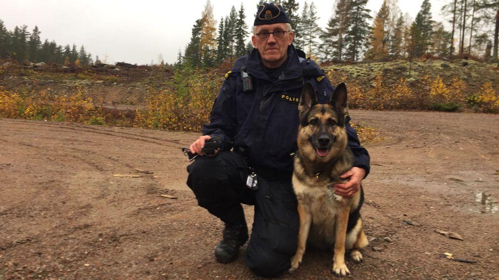 Polisman och schäferhund