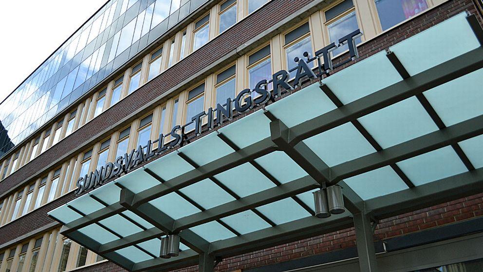 Bild över en skylt som lyder: Sundsvalls tingsrätt.