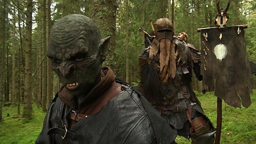 Deltagarna på lajvet Morgondagens gryning, som arrangeras utanför Örby i Marks kommun, syr ofta själva sina avancerade kostymer.