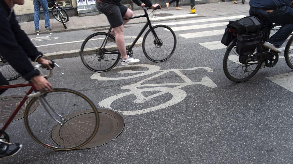 Cyklister vid övergångsställe