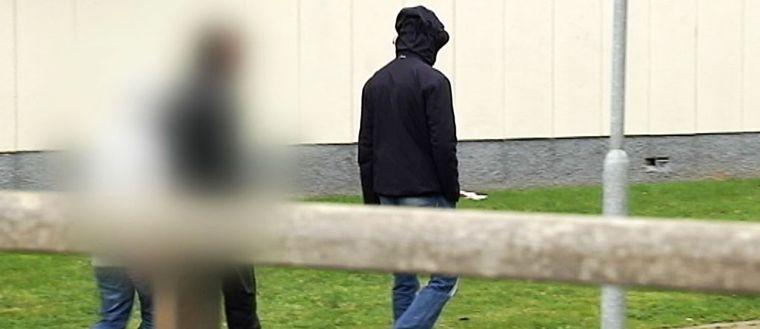 Några ungdomar försökte hindra SVT från att filma vid Rymdtorget.