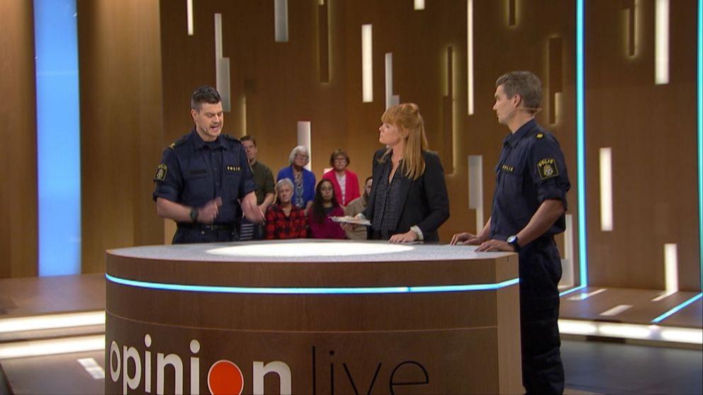 Poliserna Peppe Larsson och Ted Eriksson besökte Opinion live 3 november 2017.