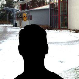 En siluett av en person framför Falu tingsrätt.
