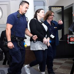 """Johanna Möller – dömd till livstidsfängelse för de sk """"sommarstugemorden"""" leds in i Svea hovrätt för förhandlingar under tisdagen då hon har överklagat tingsrättens dom."""