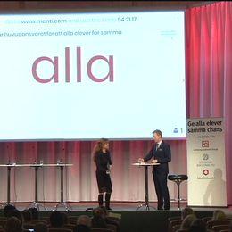 Gustav Fridolin (MP), utbildningsminister tillsammans med moderator, Helena Blomquist på skolkonferens.