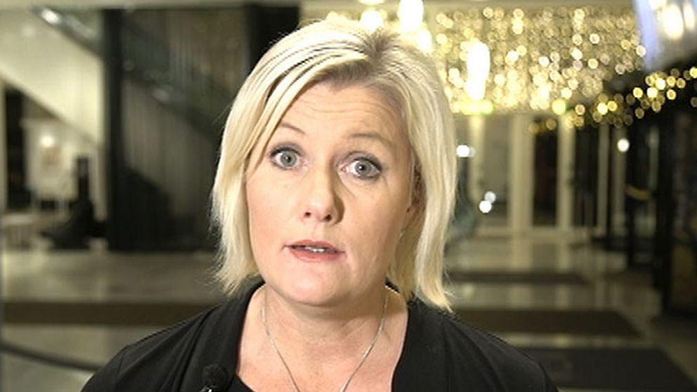 Lena Rådström Baastad, partisekreterare (S): Det har varit tillfällen när man har känt den här handen på låret