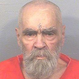 Massmördaren Charles Manson har suttit inlåst sedan dess. Han blev 83 år gammal.