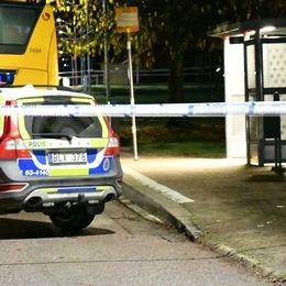 Polisen spärrade av en busshållplats för teknisk undersökning.