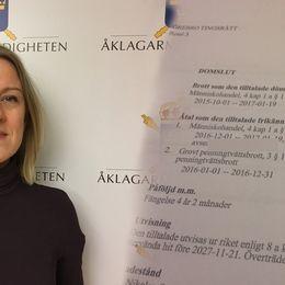 Jenny Clemedtson, åklagare och en bild på ett papper av en dom.