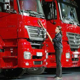 Leif Östling köpte stora aktieposter i den tysk-amerikanska fordonsjätten DaimlerChrysler