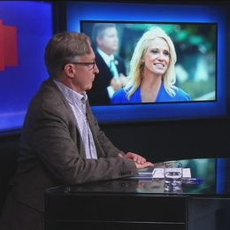 """Professor Åsa Wikforss resonerar kring begreppet alternativa fakta i boken """"Alternativa fakta: om kunskapen och dess fiender"""". Programledare Erik Fichtelius."""
