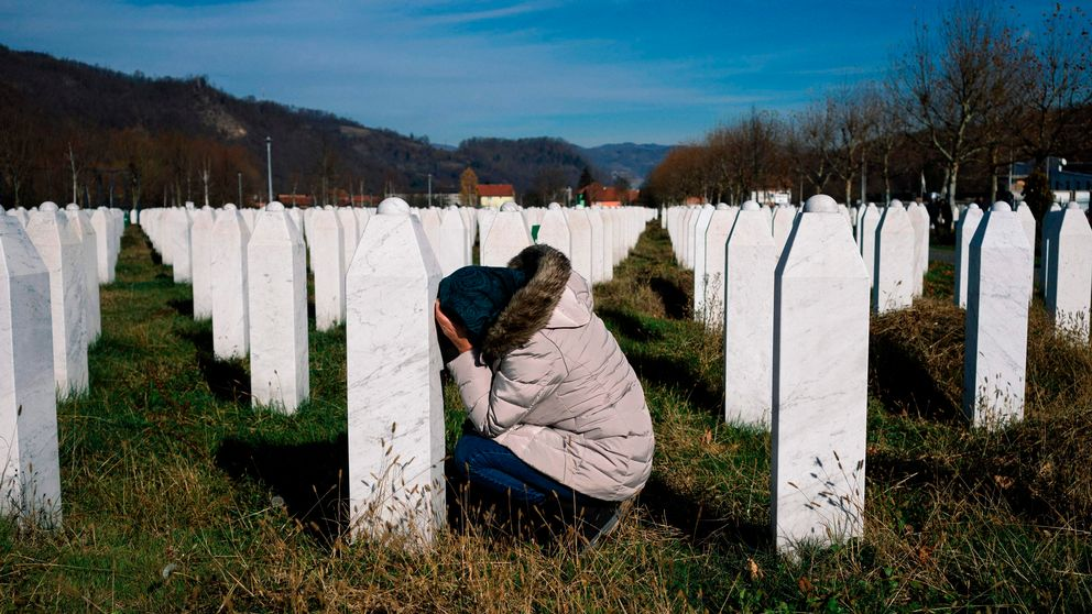 A woman reacts over a relative's grave at the memorial centre of Potocari near Srebrenica on November 22, 2017. United Nations judges on November 22, 2017 sentenced former Bosnian Serbian commander Ratko Mladic to life imprisonment after finding him guilty of genocide and war crimes in the brutal Balkans conflicts over two decades ago. / AFP PHOTO / Dimitar DILKOFF