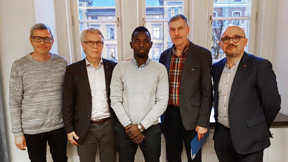 Från vänster: Håkan Lagerqvist, Lennart Bondeson (KD), Robert Kayongo, Leif Olander, Murad Artin (V).