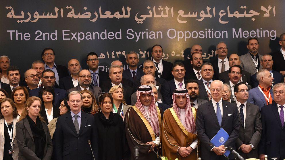 De syriska oppositionsledarna samlade i Riyad.