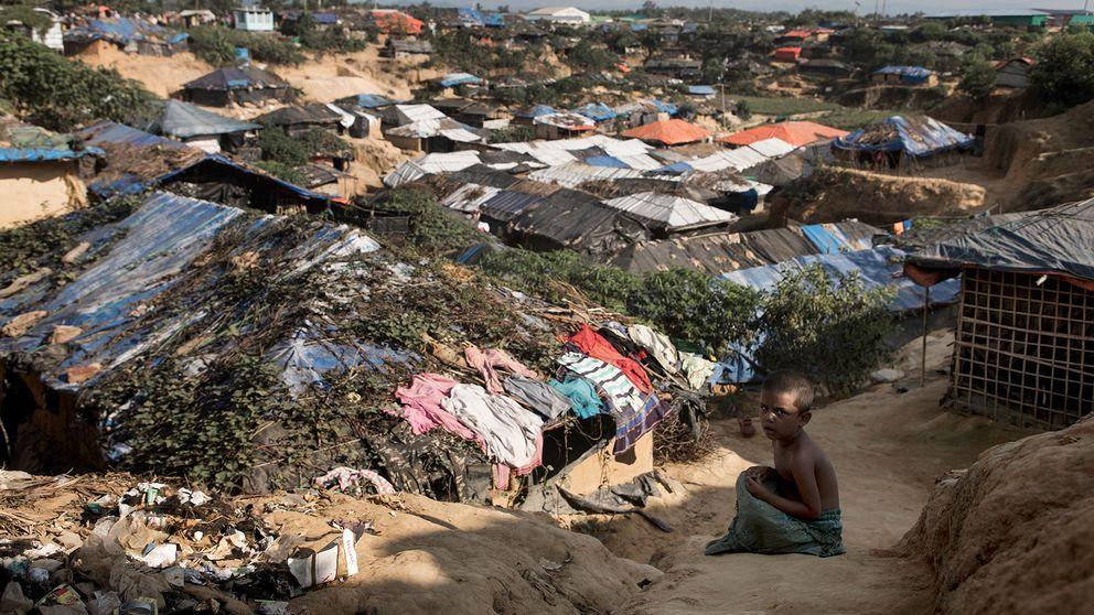 Barn i flyktingläger i Bangladesh.