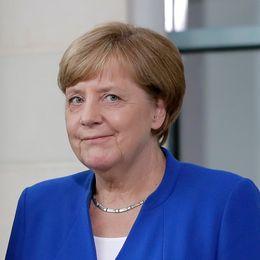 President Frank-Walter Steinmeier och förbundskansler Angela Merkel försöker få Socialdemokraterna att delta i en koalitionsregering.