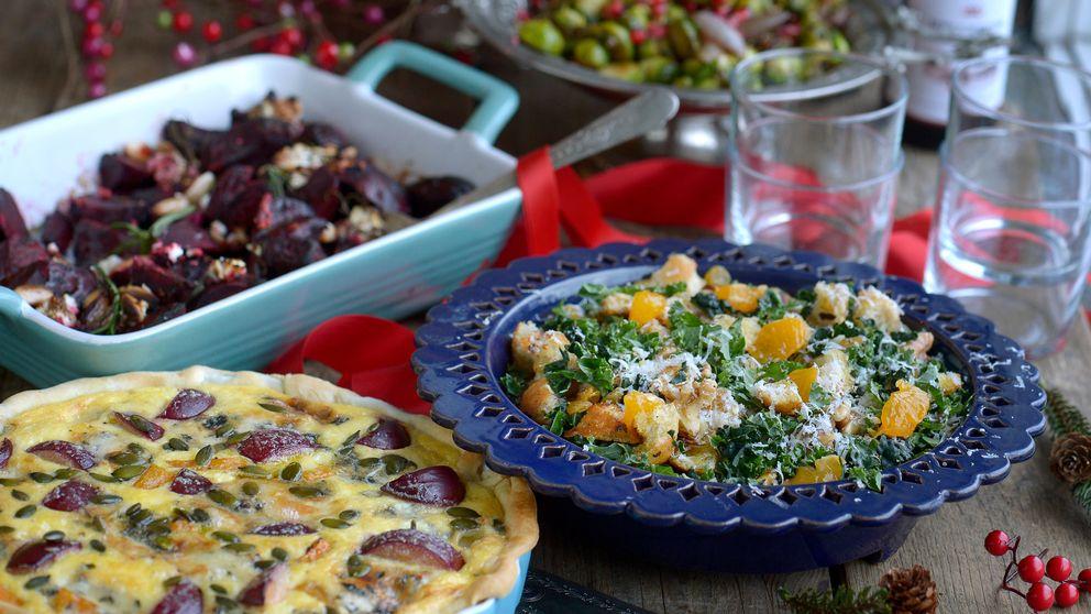 Grön mat på julbordet. Rödbetor med chèvre, honung och mandel, stiltonpaj med salvia, pumpa och plommon och grönkålssallad med clementiner, russin och pecorino.