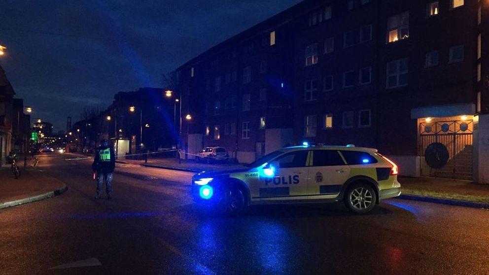 Gata i Kville på Hisingen avspärrad efter ett misstänkt mordförsök med en handgranat den 5 december.