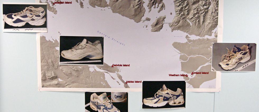 Denna bild från 2008 visar en karta ur polisens utredning kring de första fem skor och fötter som hittades i området.