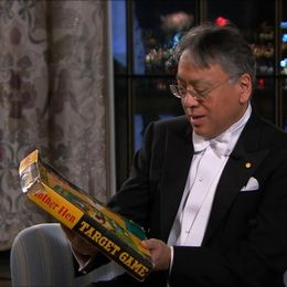 Litteraturpristagaren Kazuo Ishiguro överraskas under intervjun med SVT.