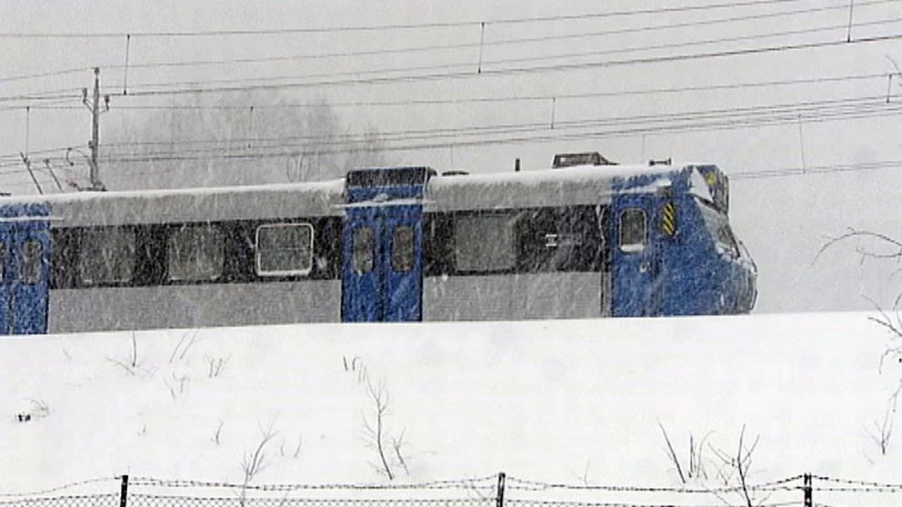 Pendeltåg i snö