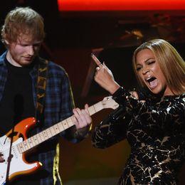 Beyoncé och Ed Sheeran uppträder tillsammans 2015.