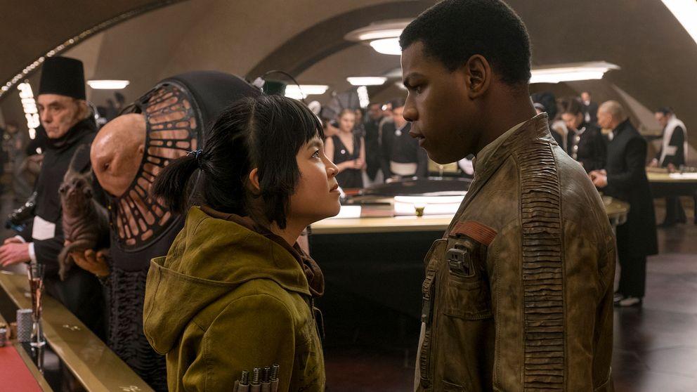 Skådespelarna Kelly Marie Tran och John Boyega i Star Wars: The Last Jedi. Till vänster i bild synd en något förklädd Gary Fisher.