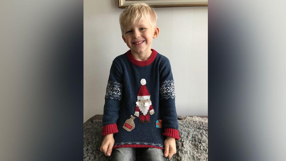Elliot Jagelund, 5 år, i sin jultröja.