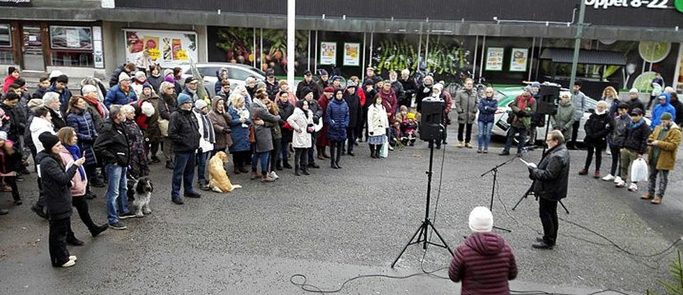 manifestation för flyktingar i Vadstena