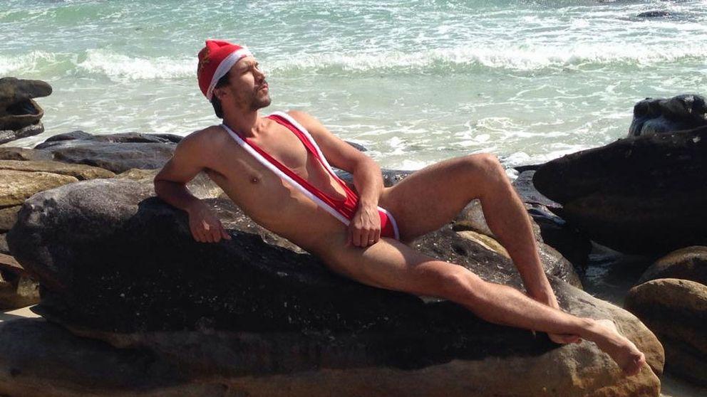 """David Nilsson, 34, slappar i sin aningen minimala """"jultröja"""" på varmare breddgrader"""