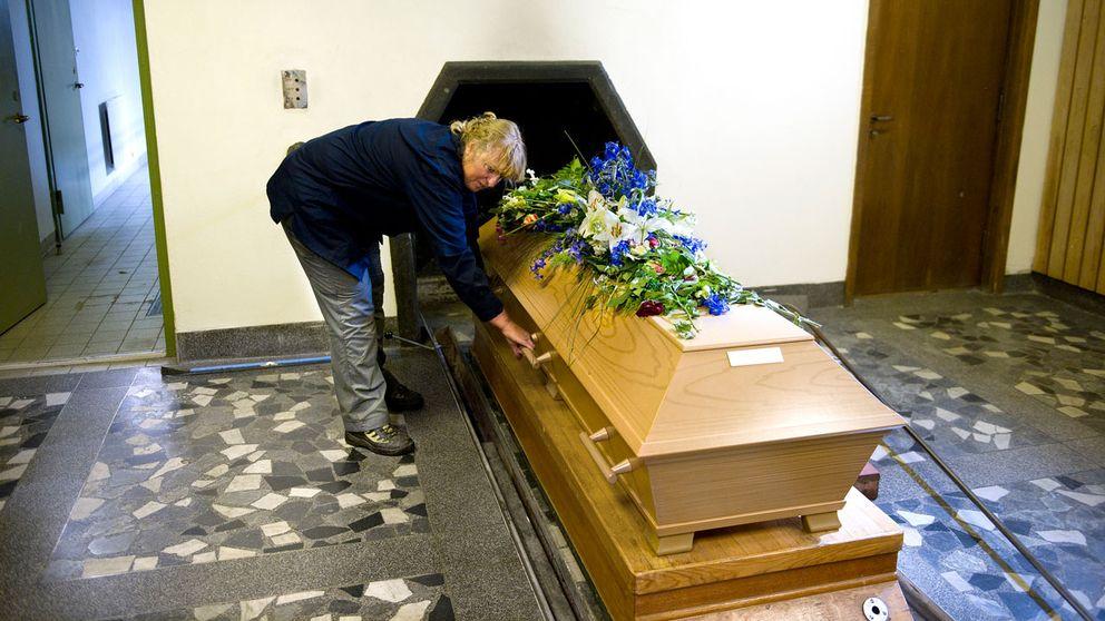 kista på väg in i krematorieugn