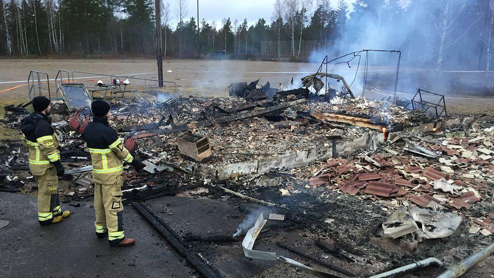Inte mycket fanns kvar av klubbstugan i Braås på fredagsmorgonen.