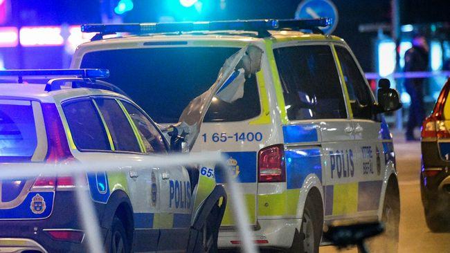 Polisen sprangde bomb vid polishuset