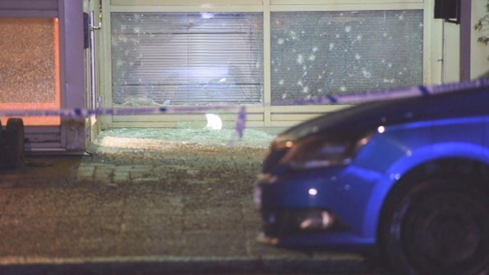 Handgranat förstörde delar av entrén till polishuset i Katrineholm 1/1 2017