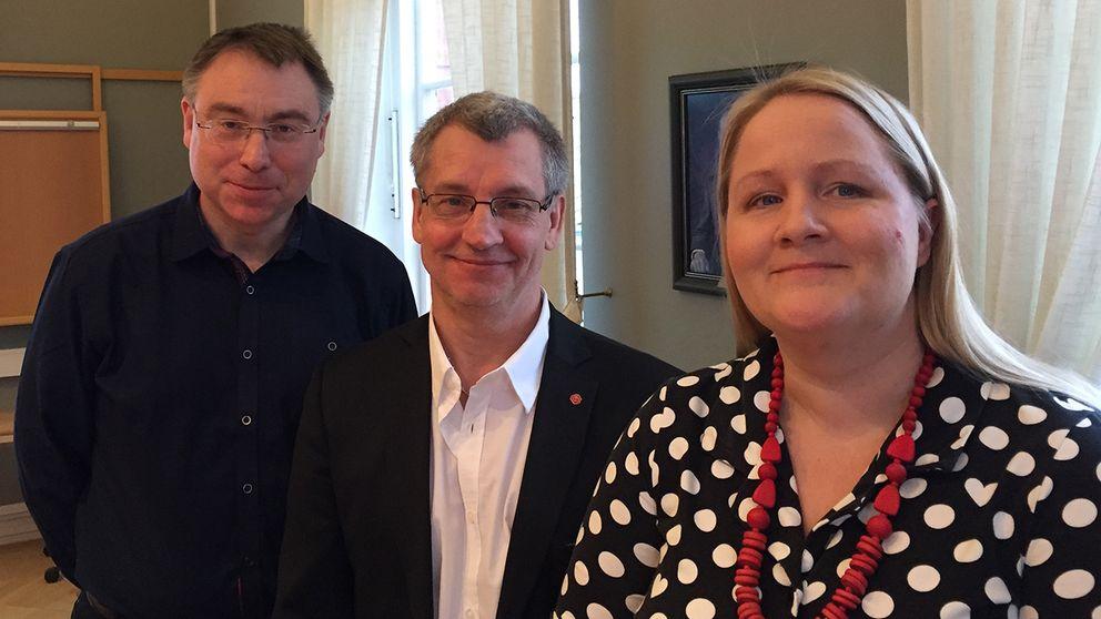 Från vänster: Anders Åkesson (MP), Simrishamns kommunalråd Karl-Erik Olsson (S) och Anna-Lena Hogerud (S).